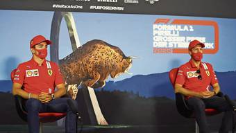 In der Krise: Die Ferrarifahrer Charles Leclerc (links) und Sebastian Vettel.
