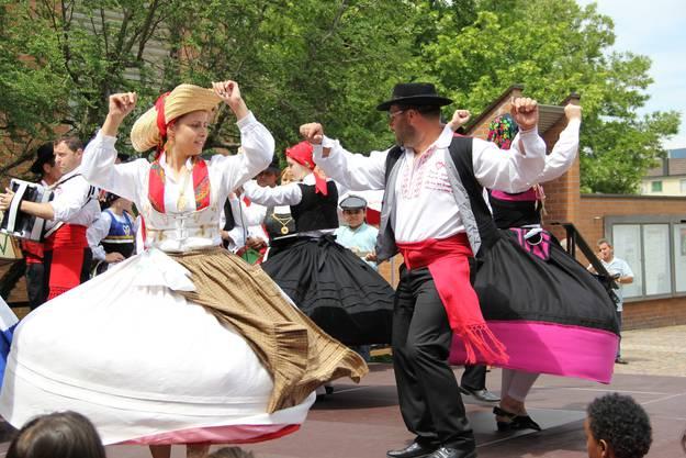 Die Portugiesische Tanzgruppe zeigt Tänze aus dem Norden des Landes