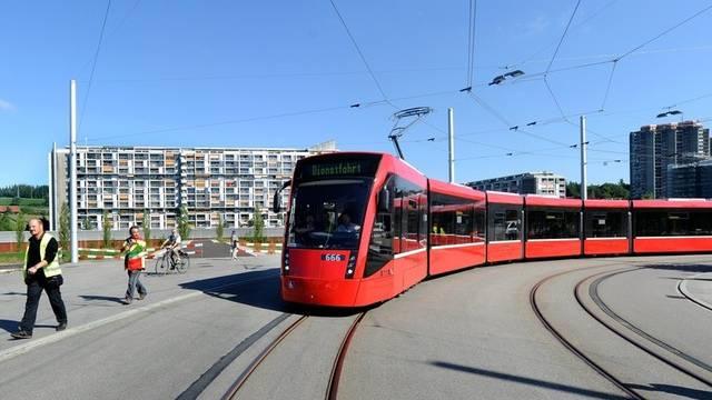 Das Tram Bern West bei der Jungfernfahrt im September (Archiv)