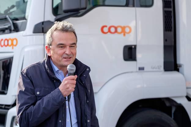 Joos Sutter (Vorsitzender der Geschäftsleitung Coop) eröffnet die Zeremonie.