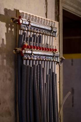 Im Schloss müssen diverse Kabel und Leitungen verlegt werden.