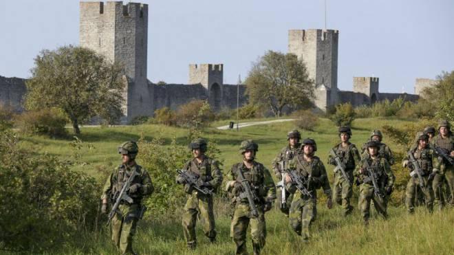 Sie geniessen in der Bevölkerung einen guten Ruf: Schwedische Soldaten bei einer kürzlich durchgeführten Übung auf der Insel Gotland. Foto: Keystone/EPA