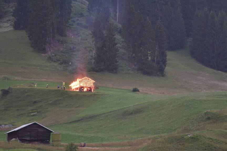 Der Stall brannte komplett aus. (Bild: Kapo GR)