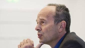 Stadtrat Richard Wolff (AL) präsentiert an einer Medienkonferenz den Zwischenstand der Massnahmen beim Entsorgung und Recycling Zürich (ERZ). (Archivbild)