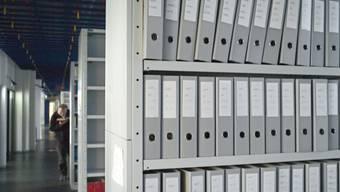 Ordner im Archiv der Steuerverwaltung - verschiedene Ämter des Kantons versorgen uns mit spannenden und weniger spannenden Statistiken