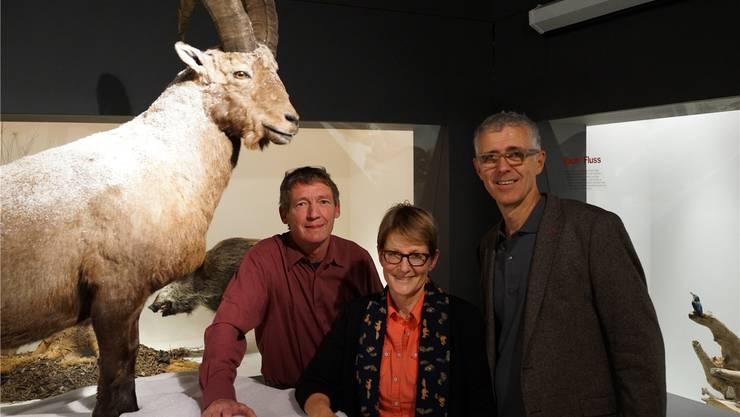 Von links: Eric Albisser, Fotograf, Britta Allgöwer, Direktorin Natur-Museum Luzern, und Peter Flückiger, Leiter Naturmuseum Olten.