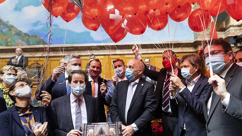 Nationalrat gratuliert Bundesrat Maurer zum 70. Geburtstag