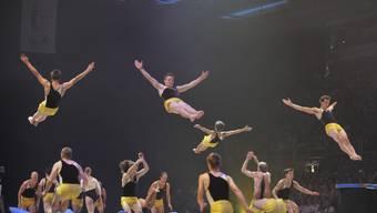 Die 42 Mitglieder des STV Wettingen fliegen an der FIG-Gala durch das Sportzentrum Malley in Lausanne.