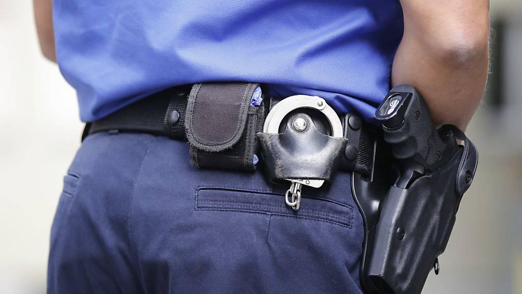 Polizei nimmt 67-jährigen Schweizer in Basel nach Schussabgabe fest. (Symbolbild)