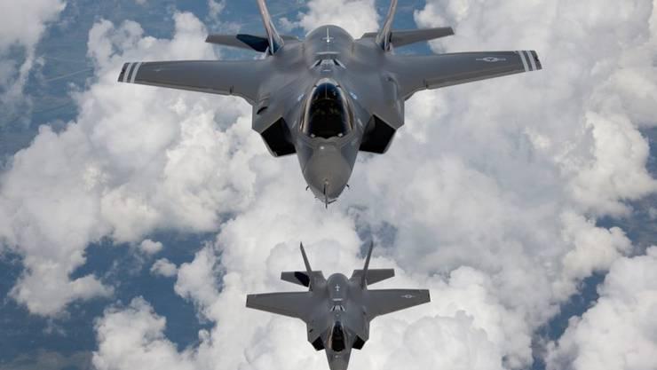 Amerikanisches Exportprodukt: Zwei US-Kampfjets vom Typ F35. Unter anderen hat Südkorea, einer der Hauptabnehmer von US-Waffen, die Flugzeuge gekauft. (Archivbild)