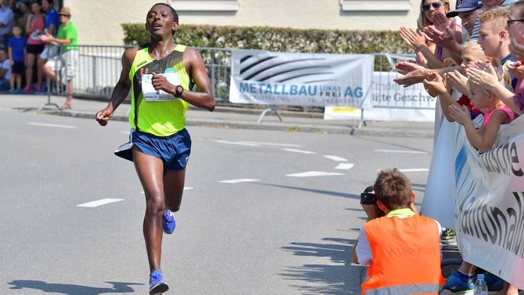 Der Sieger in der Kategorie Männer: Kadi Nesero.