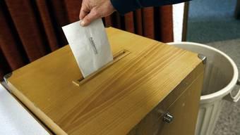 Am 30. März werfen die Aescher einen Stimmzettel in die Urne, worauf fünf Namen Platz finden und ebenso viele zur Auswahl stehen. (Symbolbild)