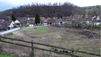 Auf diesem Areal in Ueken ist die Überbauung Dorfstrasse geplant.