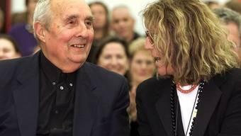 Sybil Albers-Barrier (r), hier 2001 im Liechtensteiner Kunstmuseum zusammen mit ihrem Lebenspartner Gottfried Honegger, ist am 2. September 2019 im Alter von 84 Jahren gestorben. (Archivbild)