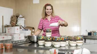 Die Schlieremerin Helen Laucke stellt im Gewerbecampus Geroldswil 16 verschiedene Produkte her. Angefangen hat alles 2014 mit einem Brownie-Mix, den sie mit ihren Kindern entwarf.