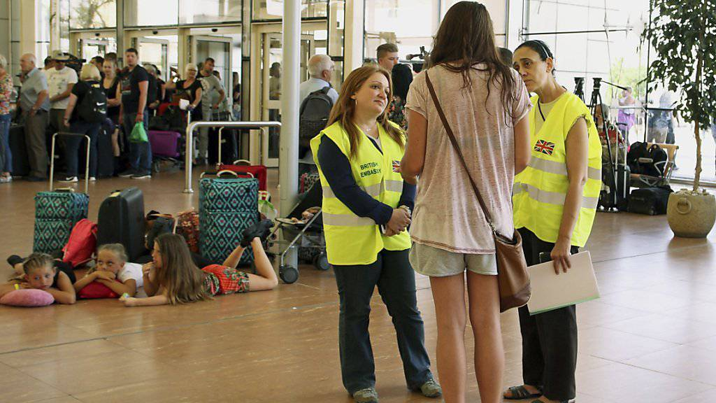Touristen im Flughafen von Scharm el Scheich: Dänische Charterflieger steuern den Badeort nicht mehr an.