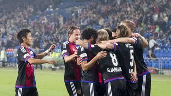 Die Basler Spieler bejubeln das erste Tor gegen St. Gallen