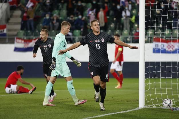 Mario Pasalic bringt Kroatien in der 66. Minute mit 1:2 in Führung. Es ist Pasalics erstes Länderspieltor. Sein Team gewinnt das Testspiel dank seines Treffers.