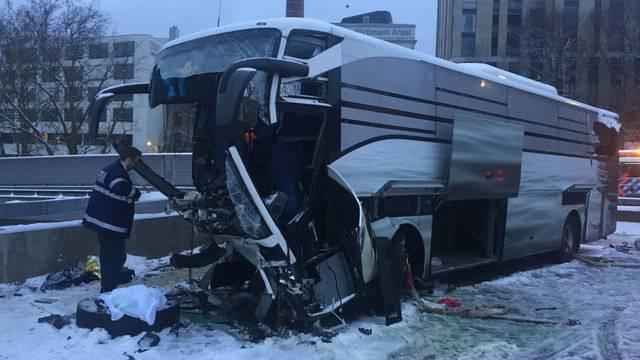 Carunfall bei Zürich: 1 Tote, 44 Verletzte (Komplette Sondersendung)