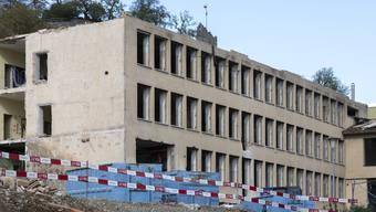 Hier entsteht das neue Sekundarstufenzentrum Burghalde Das alte Gewerbeschulhaus im September.