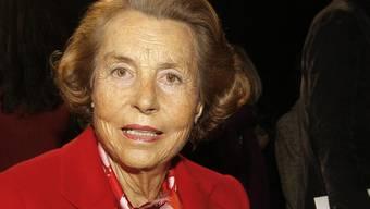 Liliane Bettencourt will Frankreich verlassen, wenn sie für unmündig erklärt wird (Archiv)