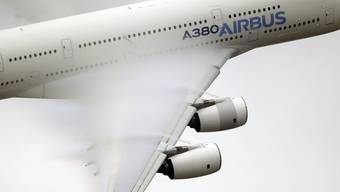 Der Boeing-Rivale Airbus und die EU haben sich auf Anpassungen der Anschubfinanzierungen für das Grossraumflugzeug A380 und den Airbus A350XWB geeinigt. Es ist der jüngste Schritt im langjährigen Subventionsstreit mit den USA. (Archiv)