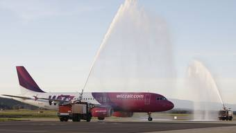 Wizz Air fliegt neu ab Basel nach Skopje und Belgrad. Im Bild: die Empfangszeremonie auf dem Euro-Airport im Herbst.ZVG