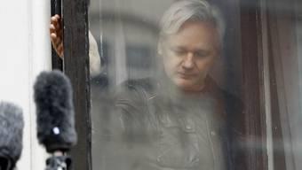 Assange hatte sich im Juni 2012 in die Londoner Botschaft des südamerikanischen Landes geflüchtet, um seiner Festnahme und Auslieferung nach Schweden wegen Vergewaltigungsvorwürfen zu entgehen.