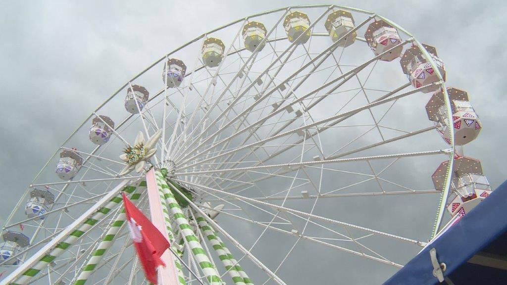 Chilbi-König Maier weiht neues Riesenrad ein