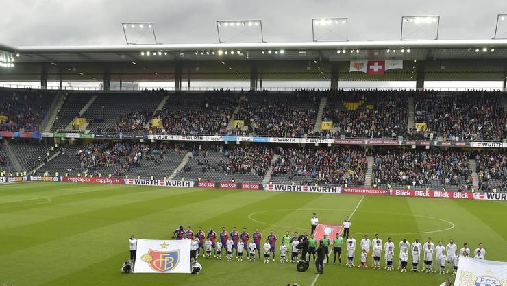 Auch beim Anpfiff im 2014 blieben viele Plätze im Stade de Suisse unbesetzt. (Archiv)