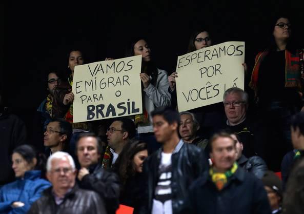 Die Zuschauer gaben mit Transparenten die Marschrichtung an: Wir wollen nach Brasilien.