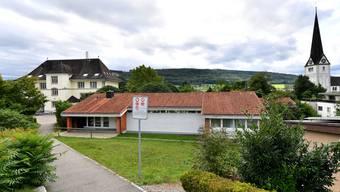 Der Kindergarten und Schulhaus (Hintergrund) Alp Wangen bei Olten.