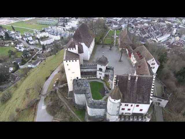 Verschafft Überblick: Drohnenvideo von Schloss Lenzburg.