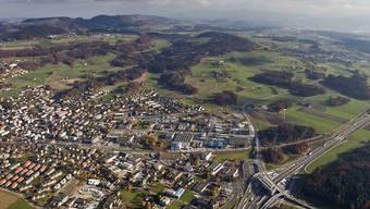 Der Kanton Zürich prüft das Potential für eine interkantonale Mittelschule im Knonauer Amt. Im Bild der Hauptort Affoltern am Albis. (Archivbild)