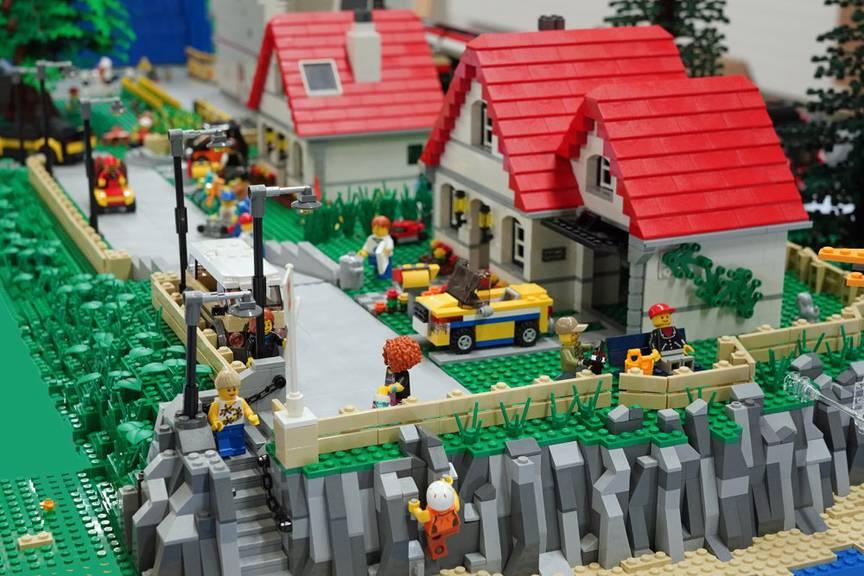 Tauche in die Welt der bunten Legosteinchen ein. (Bild: zVg)
