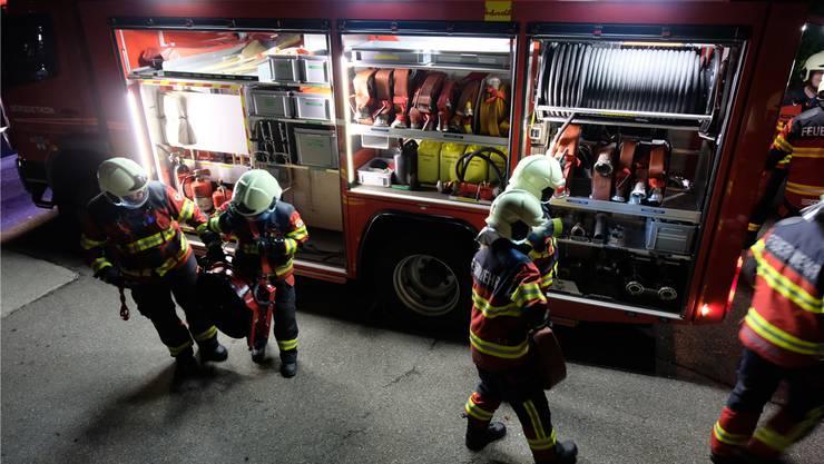 In Frick kam es schon vor, dass Feuerwehrleute ihre Kinder mit zum Einsatz gebracht haben. Symbolbild Archiv/David Egger