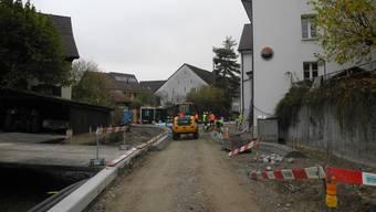 Andreas Drohomirecki (Projektleiter Kt. AG), Rudolf Hertrich (Gemeinderat Magden), Jürg Müller und Marco Cafaro (beide Planer, KSL) v.l. informierten über den Stand der Sanierung der Kantonsstrasse K496 zwischen Magden und Wintersingen.
