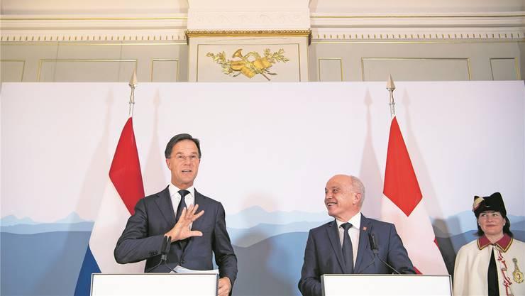 «Die Schweiz ist jetzt am Ball»: der niederländische Regierungschef Mark Rutte (links) mit Bundespräsident Ueli Maurer. Anthony Anex/Keystone