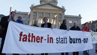 Väter demonstrieren in Bern für faires Sorgerecht (Archiv)
