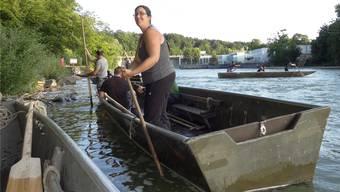 Sie versteht etwas vom Pontonierhandwerk: Patricia Honegger trainiert im schweren Übersetzboot für die Teilnahme am «Eidgenössischen» in Bremgarten. chr