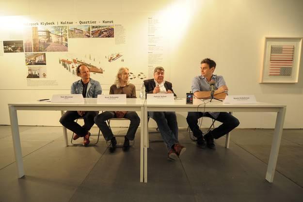Von links nach rechts: Tom Brunner (Shift Mode), Kurt Schuwey (Architekt Holzpark), Patrik Tschan (Scope) und Alexis Hubshman (Scope).