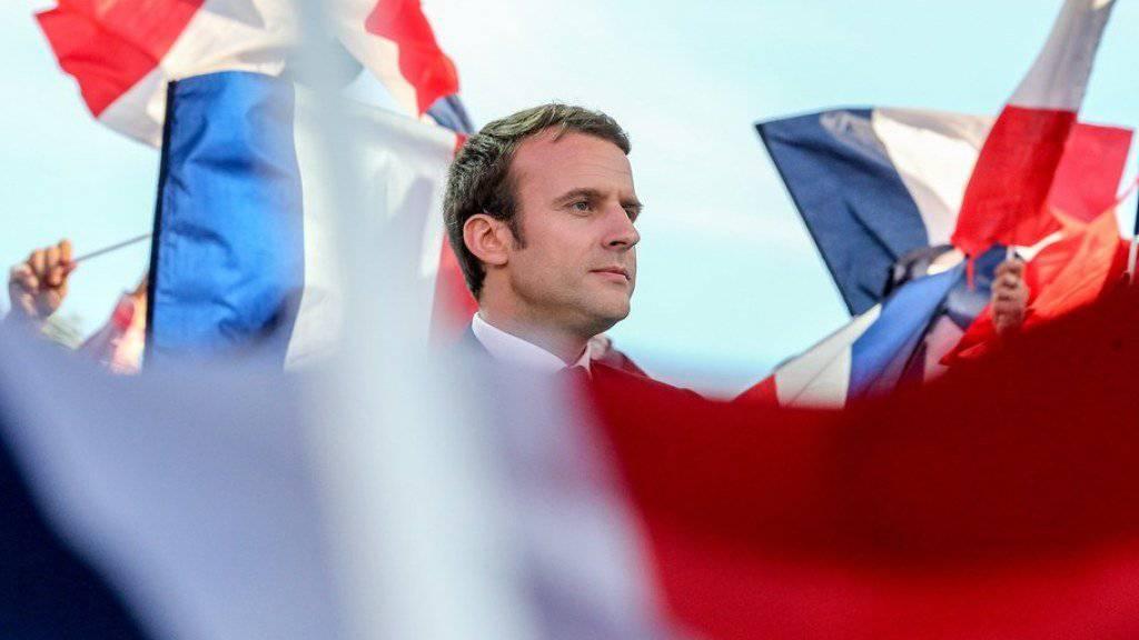Wurde offenbar gezielt von Hackern angegriffen: der französische Präsidentschaftskandidat Emmanuel Macron, hier bei einer Wahlkampfveranstaltung. (Archiv)
