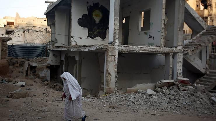 Zerstörung in Syrien: Einem Gipfelentwurf zufolge wollen die EU-Staaten am Donnerstagabend ihre Gangart im Syrien-Konflikt gegenüber Russland verschärfen und drohen Moskau mit Sanktionen. (Archiv)