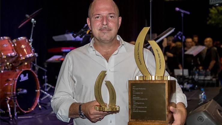 Yves Soldati (Witschi Electronic AG) bei der Entgegennahme des Preises.