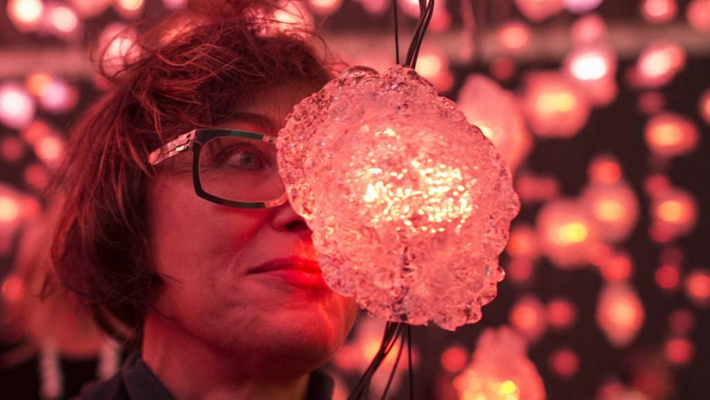 Die Schweizer Künstlerin Pipilotti Rist ist in die Top Ten des «Kunstkumpass», des Ruhmesbarometers der Kunstwelt, aufgestiegen.