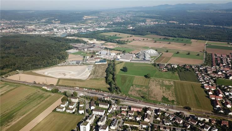 Die Gemeinden Möhlin und Rheinfelden möchten 2020 eine Testplanung für das rund 12,5 Hektaren grosse Areal nördlich des Möhliner Bahnhofs starten. Das Areal wird im Raumentwicklungskonzept Rheinfelden als eines der Schlüsselgebiete bezeichnet. Bild: zvg