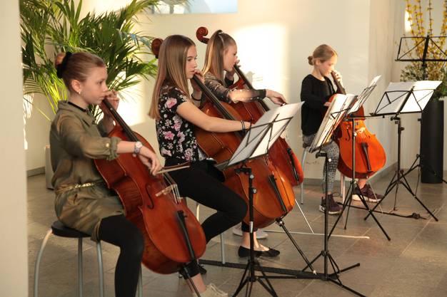 Celloschülerinnen beim Frühlingskonzert