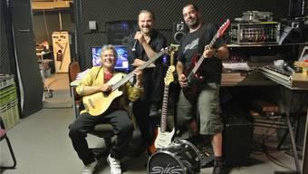 Beat Geiger, Claude Begert und Martin Leuenberger (v.l.) feiern heute gemeinsam mit ihren Bandkollegen Remo Meyer und Smuti Kollbrunner die Taufe ihrer dritten CD.