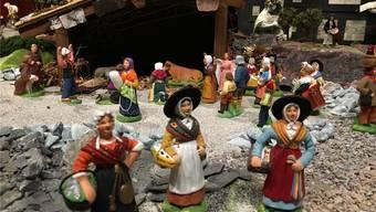 Eine Landschaft mit bunten Tonfiguren: Ausstellung der provenzalischen Krippe im Museum Kloster Muri ist eröffnet.chr