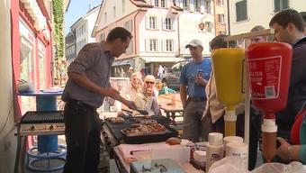 Wurstkampf in der Altstadt: Nach angeblichen Protesten gegen seinen Grill holt André Häusermann mit zahlreicher Unterstützung zum Gegenschlag aus.